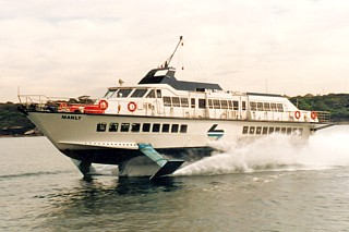 Manly (IV) heads to Circular Quay in late 1984